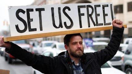 """""""Оставайся дома"""": В США водители бастуют против карантина (Фото)"""