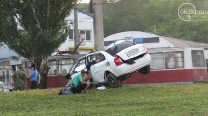 В ДТП в Мариуполе авто разорвало почти напополам