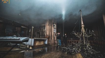 Сгоревший костел Святого Николая в Киеве