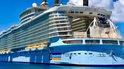 На Багамах крупный круизный лайнер попал в аварию (Видео)