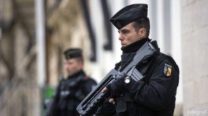 СМИ: В Париже застрелили мужчину, напавшего на полицейский участок