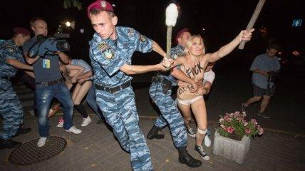 FEMEN устроили ночную облаву на Лукашенко