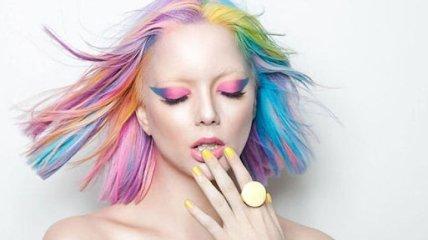 Девушки красят волосы в самые необычные цвета (Фото)