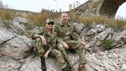 Алиев с женой попали под прицел снайпера в Карабахе: фото слили в сеть