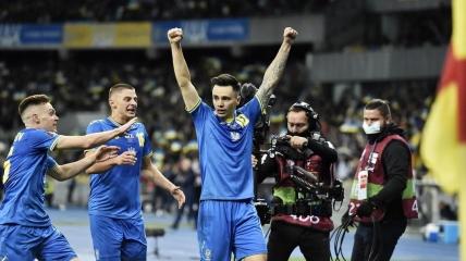 Николай Шапаренко празднует гол в ворота сборной Франции