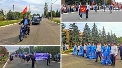 Жители донецкого города подняли флаги РФ.