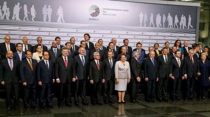 Порошенко начал встречу с Меркель и Олландом