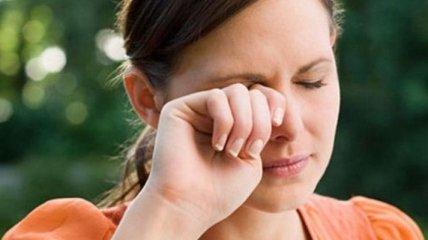 Почему дергается глаз и как от этого избавиться