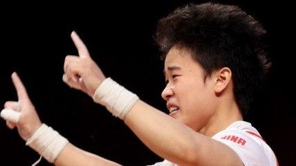 Китаянка с олимпийским рекордом выиграла соревнования по тяжелой атлетике