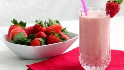 Рецепт дня: вкусный молочный коктейль с клубникой