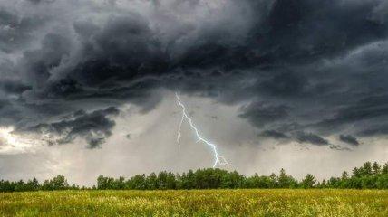 Україну сьогодні накриє градом і шквальним вітром: яким регіонах чекати поганої погоди