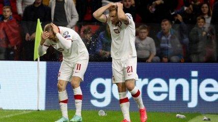 Польских футболистов забросали бутылками