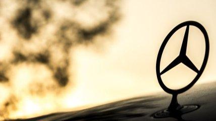 Формула 1: Mercedes на фоне антирасистских протестов перекрасил болиды