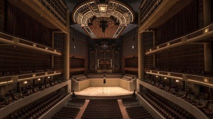 Коронавирус не помеха: мировые театры и филармонии запускают онлайн-трансляции своих постановок (Видео)