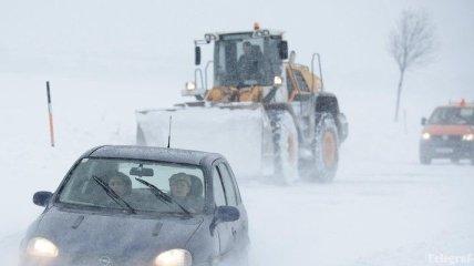 """Снегопад в Одессе: в городе образовались километровые """"пробки"""""""