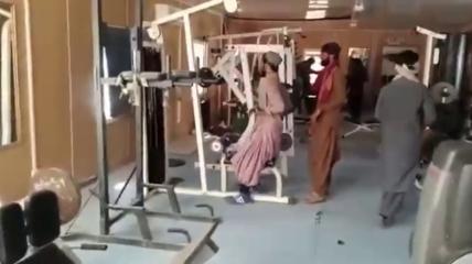 """""""Простое террористическое счастье"""": в сети показали, как в захваченном Кабуле развлекаются талибы (видео)"""