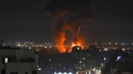 Сектор Газа атаковал зажигательными шарами Израиль - тот ответил мощным ударом
