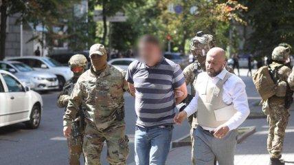 У Києві чоловік погрожував підірвати Кабмін: для його затримання залучили спецназ (фото, відео)