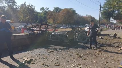 От автомобиля после взрыва осталась только часть остова.