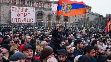Политический кризис в Армении: протестующие ворвались в здание правительства, а Пашинян извинился перед народом