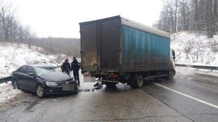 На харьковской окружной столкнулись четыре авто: одна из пострадавших женщин скончалась (фото)