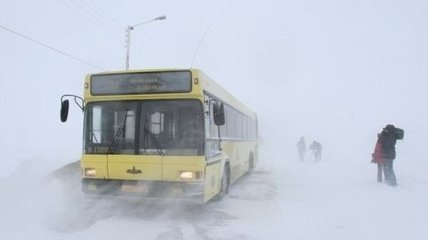 На Одесчине из снежного заноса освободили автобус с туристами