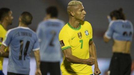 Решительный дальний удар Мело и жестокий фол Кавани - в обзоре матча Уругвай - Бразилия (видео)