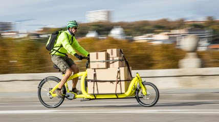Грузовые электровелосипеды доставляют посылки быстрее и чище, чем фургоны, - исследование