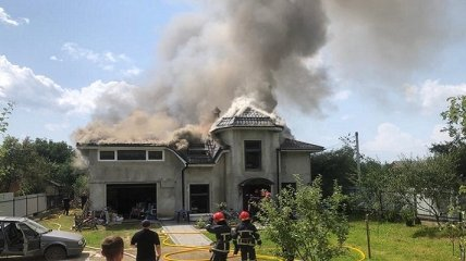 """""""Успели выбежать на улицу"""": в доме, на который рухнул самолет близ Коломыи, находились мама с детьми"""