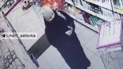 Внаглую стащили кошелек с деньгами: орудующие в Харькове воровки попали на видео