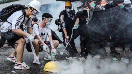 В Гонконге полиция применила против протестующих слезоточивый газ