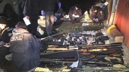 В Ровно полиция у киллера изъяла арсенал оружия: фото и видео