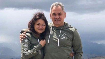 Дочь главы Минобороны РФ Шойгу обручилась с блогером: фото пары