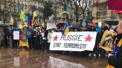 """""""Россия - это государство-террорист"""": во Франции прошел митинг в поддержку Украины"""