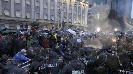 В столице Албании произошел штурм парламента, есть раненые