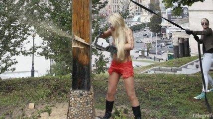 Блог движения FEMEN закрыли за призывы пилить кресты