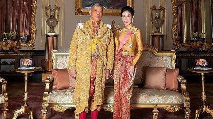 Король Таиланда женился на своей наложнице, лишив ее всех титулов