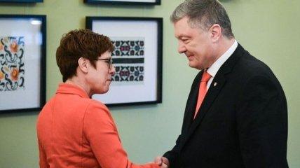 Президент обсудил проблемный Донбасс в Германии