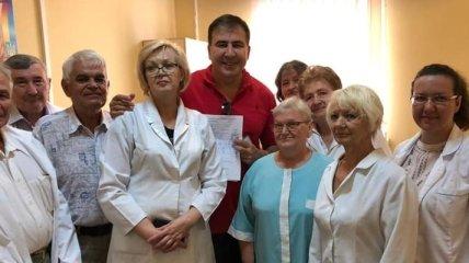 Саакашвили встал на учет в военкомате и готов с оружием в руках защищать Украину