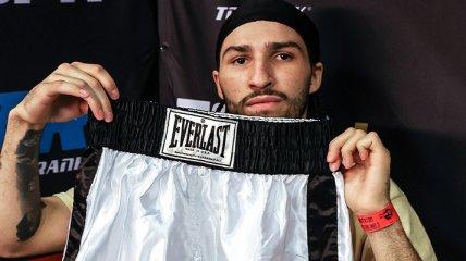 Внук Мохаммеда Али дебютировал в боксе в шортах легендарного дедушки