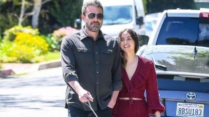 В защитных масках: Бен Аффлек и Ана де Армас прогулялись Лос-Анджелесом
