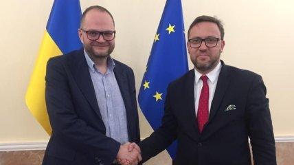 Снятие моратория на эксгумацию: Бородянский встретился с послом Польши