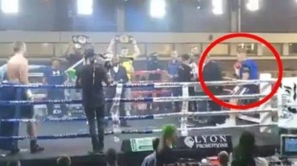 Боксер выпал из ринга за пару минут до начала боя, поединок отменили (Видео)