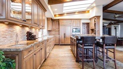 Главное - рабочая поверхность: достоинства и недостатки популярных материалов для кухонной столешницы (фото)
