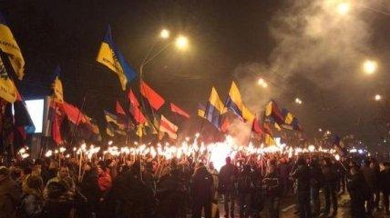 В центре Киева началось факельное шествие