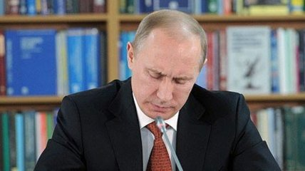 """Оккупация Крыма: Путин дал статус """"ветеранов"""" бывшим украинским военным"""