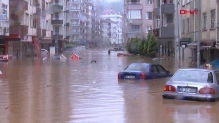 В курортной Турции - стихийное бедствие: людей вывозят на лодках (фото, видео)