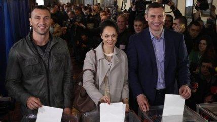 Братья Кличко проголосовали на местных выборах (Фото)