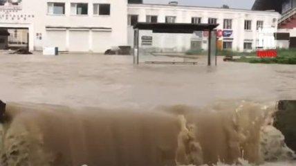 Очередное наводнение в Крыму: уже двое погибших, 4 тысячи пострадавших (видео)