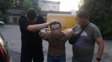 Изрезал возлюбленную и пытался сбежать в Одессу: подробности трагедии в Мукачево (видео)